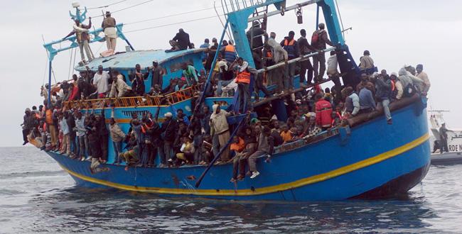 Des migrants clandestins tentent de franchir l'Europe