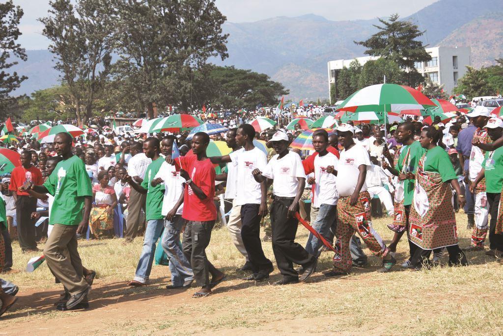 Les militants du Cndd-Fdd en plein meeting.                Crédit photo: Iwacu